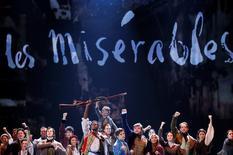 """Elenco de Nova York do musical """"Les Misérables"""" durante premiação nos EUA.    08/06/2014     REUTERS/Carlo Allegri"""