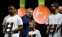 O presidente do Comitê Olímpico Internacional (COI), Thomas Bach, durante cerimônia de lançamento das medalhas da Olimpíada do Rio  14/06/2016 REUTERS/Sergio Moraes