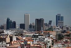 La CEOE revisó al alza su previsión de crecimiento para la economía española dos décimas hasta el 2,9 por ciento en 2016, aunque advirtió de la existencia de riesgos de ralentización en los próximos años. En la imagen, la ciudad de Madrid, España, el 7 de junio de 2016. REUTERS/Andrea Comas