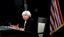 La présidente de la Réserve fédérale, Janet Yellen. La Fed a laissé sa politique monétaire inchangée mercredi, conformément aux attentes, mais elle a précisé qu'elle continuait de prévoir deux hausses de taux cette année, expliquant s'attendre à une amélioration du marché du travail après le ralentissement observé récemment.. /Photo prise le 15 juin 2016/REUTERS/Kevin Lamarque