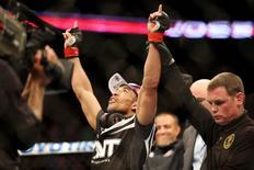 José Aldo comemora vitória sobre Lamas no UFC 169. 1/2/2014.  Reuters/Joe Camporeale-USA TODAY Sports
