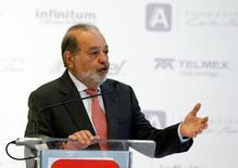 El magnate mexicano Carlos Slim habla en el lanzamiento de una plataforma gratuita de educación por internet en Ciudad de México. 15 de junio de 2016. REUTERS/Henry Romero