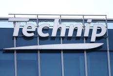 Technip, à suivre vendredi à la Bourse de Paris. L'américain FMC Technologies a annoncé jeudi un accord de fusion définitif avec Technip pour créer un nouvel ensemble spécialisé dans les équipements pétroliers et gaziers. Le contrat future sur le CAC 40 gagne 1,08%. /Photo prise le 25 février 2016/REUTERS/Charles Platiau