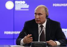 Presidente da Rússia, Vladimir Putin, participa de coletiva de imprensa em São Petersburgo  17/06/2016 REUTERS/Grigory Dukor