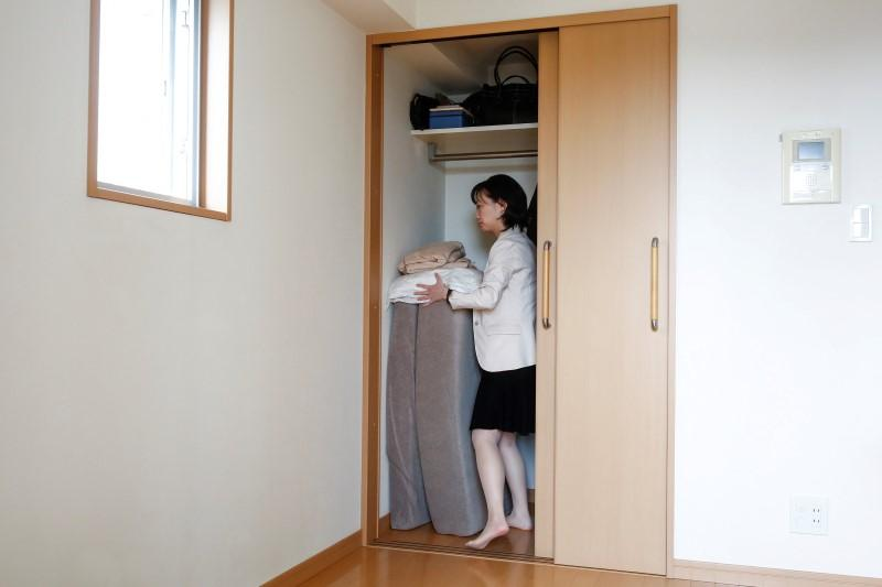 Minimalist Saeko Kushibiki S Away Her Futon Mattress In Apartment Fujisawa South Of Tokyo An March 31 2017 Reuters Thomas Peter