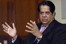 Глава ICICI Bank Кундапур Ваман Каматх на саммите Рейтер в Мумбаи. 25 ноября 2008 года. Новый банк развития (НБР), созданный развивающимися экономиками БРИКС, планирует выпуск долговых обязательств в местных валютах пяти стран-участниц организации, сказал президент банка. REUTERS/Stringer