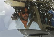 Bollywood actor Salman Khan arrives in a car at a sessions court in Mumbai, India, May 8, 2015.  REUTERS/Shailesh Andrade