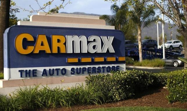 The sign of a CarMax dealership is pictured in Duarte, California March 28, 2014. CarMax, the largest U.S. used car retailer, is expected to report strong fourth-quarter results on April 4.   REUTERS/Mario Anzuoni
