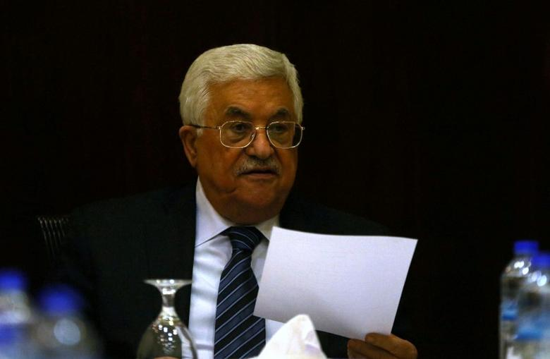Palestinian President Mahmoud Abbas chairs a Palestinian Liberation Organization (PLO) executive committee meeting in the West Bank city of Ramallah, May 4, 2016. REUTERS/Mohamad Torokman   - RTX2CU11