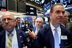 Traders work on the floor of the New York Stock Exchange (NYSE) in New York City, U.S., June 23, 2016.  REUTERS/Brendan McDermid