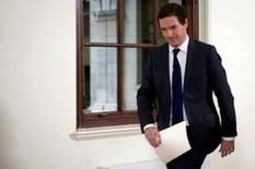 El ministro de Finanzas británico, George Osborne, dijo que el referéndum británico a favor de salir de la Unión Europea probablemente lleve a una mayor volatilidad de los mercados financieros, pero dijo que la quinta economía mundial saldría airosa con el desafío que tiene por delante. En la foto, George Osborne tras su comparecencia en Londres el 27 de junio de 2016. REUTERS/Stefan Rousseau/Pool