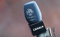 Canal+, qui perd de l'argent depuis 2012, va revoir sa grille de programmes et ses offres commerciales pour tenter de faire revenir les abonnés avec l'ambition de doubler sa part de marché d'ici trois ans. /Photo prise le 5 mars 2016/REUTERS/Christian Hartmann