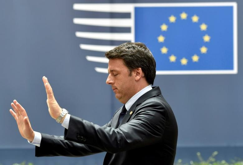 Italian Prime Minister Matteo Renzi gestures as he leaves the EU Summit in Brussels, Belgium, June 28, 2016.      REUTERS/Eric Vidal