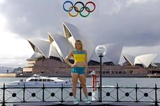 Australian Olympic team member Sally Pearson poses during the official launch of the team uniforms for the 2016 Rio Olympics, in front of the Sydney Harbour Bridge, Australia, April 19, 2016. REUTERS/David Gray