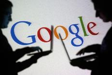 Les bureaux de Google à Madrid ont fait l'objet d'une perquisition jeudi dans le cadre d'une enquête relative au paiement de ses impôts par la firme américaine, selon une source proche du dossier. /Photo d'archives/REUTERS/Dado Ruvic