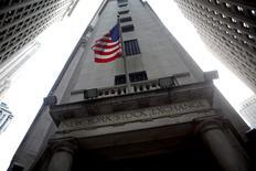 La Bourse de New York a ouvert en hausse jeudi pour la troisième séance consécutive, les craintes des investisseurs après le vote britannique en faveur d'une sortie de l'Union européenne lors du référendum de jeudi dernier continuant de se dissiper. Le Dow Jones gagne 0,22%, à 17.733,65 points, à l'ouverture. Le Standard & Poor's 500, plus large, progresse de 0,29% et le Nasdaq Composite prend 0,31%. /Photo d'archives/REUTERS/Eric Thayer