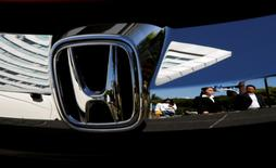 People are reflected on a Honda Motor car outside the company's showroom in Tokyo, Japan, May 13, 2016.   REUTERS/Toru Hanai