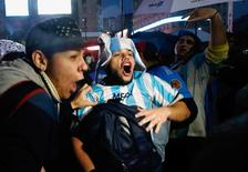 Fans shout slogans as they gather in front of the Obelisk in support of Argentina's player Lionel Messi, who recently announced his retirement from international soccer, and to ask him to come back to the national squad in Buenos Aires, Argentina, July 2, 2016.  REUTERS/Marcos Brindicci