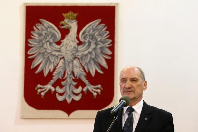 Defence Minister Antoni Macierewicz speaks during a ceremony to announce the decision of relaunching an inquiry into the death of President Lech Kaczynski in a plane crash in Russia in 2010, in Warsaw, Poland February 4, 2016.  REUTERS/Slawomir Kaminski/Agencja Gazeta