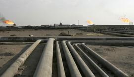 Les Etats-Unis possèdent des réserves de pétrole exploitables supérieures à celles de l'Arabie saoudite ou à celles de la Russie, principalement grâce au pétrole de schiste, conclut une étude publiée lundi par le cabinet spécialisé norvégien Rystad Energy. /Photo d'archives/REUTERS/Mohammed Ameen