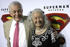 Actors Jack Larson (L) and Noel Neill, who played Jimmy Olsen and Lois Lane respectively in the 1952 Superman television series, pose for photograph during the Superman Returns DVD and video game launch party in Hollywood November 16, 2006. REUTERS/Gus Ruelas