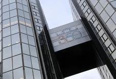 Saint-Gobain, à suivre mercredi à la Bourse de Paris. Moody's estime que le Brexit va peser sur les résultats financiers des activités britanniques des groupes européens de matériaux de construction. /Photo d'archives/REUTERS/Jacky Naegelen
