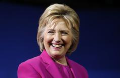 Хиллари Клинтон во время предвыборного ралли в Северной Каролине. Кандидат в президенты США от Демократической партии Хиллари Клинтон увеличила отрыв от кандидата в президенты от республиканцев Дональда Трампа до 13 процентных пунктов, свидетельствует опрос Reuters/Ipsos, опубликованный во вторник.  REUTERS/Jonathan Ernst