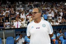 Técnico Marcelo Bielsa durante partida do Olympique de Marselha, na França.    08/10/2015      REUTERS/Philippe Laurenson