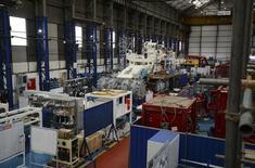 La production industrielle britannique a crû à son rythme le plus soutenu depuis six ans sur la période mars-mai (+1,9%). /Photo d'archives/REUTERS/ Nigel Roddis