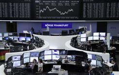 Traders are pictured at their desks in front of the DAX board at the stock exchange in Frankfurt, Germany, July 7, 2016.      REUTERS/Staff/remote