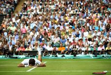 Britain Tennis - Wimbledon - All England Lawn Tennis & Croquet Club, Wimbledon, England - 8/7/16 Switzerland's Roger Federer lies on court after falling during his match against Canada's Milos Raonic REUTERS/Clive Brunskill/Pool