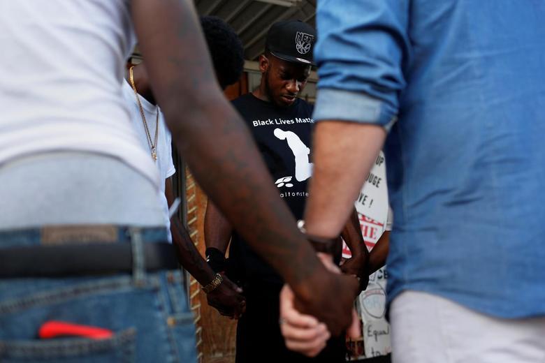Anger after police killing of Alton Sterling | Reuters com