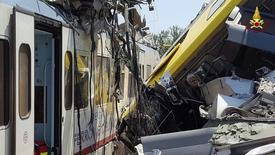 Пассажирские поезда после столкновения на юге Италии. 12 июля 2016 года. Как минимум 10 человек погибли и десятки получили ранения в результате лобового столкновения двух пассажирских поездов на юге Италии, сообщил представитель пожарной бригады.  Italian Firefighters/Handout via Reuters