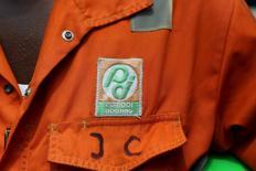 La Côte d'Ivoire compte à peu près doubler sa production de pétrole et de gaz d'ici 2020 en tentant notamment d'attirer des investissements étrangers dans l'exploration offshore dans le golfe de Guinée, a déclaré mercredi le directeur général de la compagnie publique ivoirienne d'hydrocarbures, Petroci. /Photo d'archives/REUTERS/Joe Penney