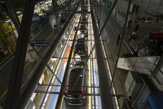 File photo of production associates inspecting cars moving along assembly line at Honda manufacturing plant in Alliston, Ontario March 30, 2015.  REUTERS/Fred Thornhill