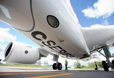 Avião CSeries, da Bombardier, se prepara para voo de demonstração. 29/06/2016. REUTERS/Christinne Muschi