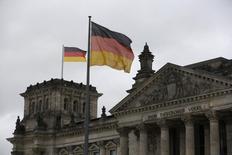 L'économie allemande reprendra de l'élan dans les mois qui viennent après un deuxième trimestre en demi-teinte, observe la Bundesbank dans son rapport mensuel publié lundi.. /Photo d'archives/REUTERS/Wolfgang Rattay