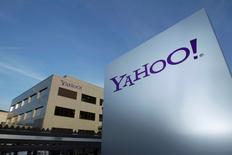 Yahoo, qui a annoncé lundi une hausse de 5,2% de son chiffre d'affaires trimestriel, peine à satisfaire les attentes de Wall Street à l'heure où certaines de ses activités internet, qu'il a mis en vente, restent perturbées. /Photo d'archives/REUTERS/Denis Balibouse