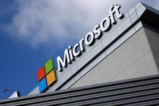 Microsoft, qui publie ses résultats après la clôture, à suivre mardi sur les marchés américains. /Photo d'archives/REUTERS/Lucy Nicholson