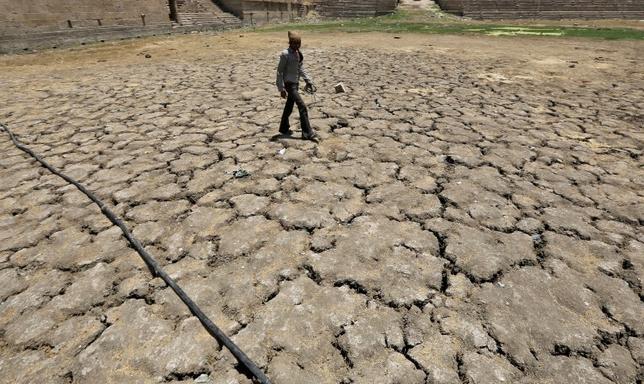 7月21日、国連世界気象機関(WMO)は、地球の気温が今年、過去最高となる見込みで、温暖化が予想以上のペースで進んでいるとの報告を発表した。写真は今年4月インドで撮影(2016年 ロイター/Amit Dave)