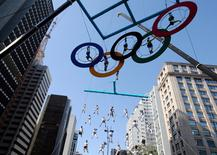 Acrobats perform on the Olympics rings at Paulista Avenue in Sao Paulo's financial center, Brazil, July 24, 2016. REUTERS/Paulo Whitaker