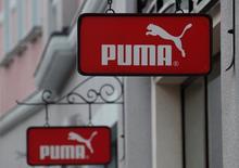 Логотип Puma на торговом центре Белая дача рядом с Москвой. Немецкий производитель спорттоваров Puma в среду отчитался о большем, чем ожидалось, росте продаж во втором квартале, чему способствовал завершившийся чемпионат Европы по футболу 2016 года, где нападающий сборной Франции Антуан Гризманн, которого спонсировала компания, был признан лучшим игроком.   REUTERS/Grigory Dukor