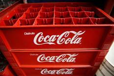 Пустые ящики из-под Coca-Cola в Каркасе. Coca-Cola Co отчиталась о более низкой, чем ожидалось, квартальной выручке, ссылаясь на тяжелые условия на рынках многих развивающихся стран.  REUTERS/Carlos Garcia Rawlins