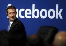 Facebook a annoncé mercredi un bond en avant de 59,2% de son chiffre d'affaires, la popularité de son application mobile continuant à doper la croissance de ses revenus publicitaires. /Photo d'archives/REUTERS/Stephen Lam
