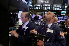 La Bourse de New York a fini sur une note irrégulière jeudi, le marché continuant de marquer le pas après son rebond de la fin juin et du début juillet. /Photo prise le 28 juillet 2016/REUTERS/Brendan McDermid