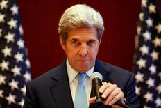 Госсекретарь США Джон Керри на пресс-конференции во Вьентьяне. 26 июля 2016 года. Если гуманитарная операция России в Алеппо окажется всего лишь уловкой, то есть риск, что это подорвет американо-российское сотрудничество, направленное на политическое урегулирование сирийского конфликта, сказал в пятницу госсекретарь США Джон Керри. REUTERS/Jorge Silva