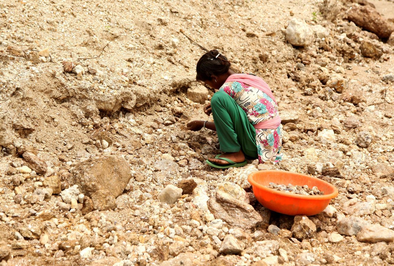 Blood Mica: Deaths of child workers in India's mica 'ghost' mines