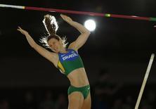 Fabiana Murer disputa campeonato em Portland, nos EUA. 17/3/2016. REUTERS/Mike Blake