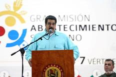 El presidente de Venezuela, Nicolás Maduro, habla durante una reunión con seguidores y representantes del sector alimentario en Caracas, Venezuela, 1 de agosto de 2016. Palacio de Miraflores/Cortesía. ATENCIÓN EDITORES: ESTA FOTO FUE SUMINISTRADA POR UNA TERCERO. SÓLO PARA USO EDITORIAL