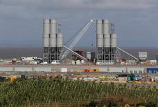 Le site de Hinkley Point, près de Bridgwater, en Grande-Bretagne. Le tribunal de grande instance de Paris a rejeté vendredi la demande de suspension de la décision finale d'investissement du conseil d'administration d'EDF pour la construction de deux réacteurs nucléaires de nouvelle génération au Royaume-Uni. /Photo prise le 4 août 2016/REUTERS/Darren Staples